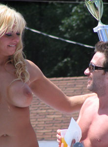 Girl With Huge Tits Is Completely Naked On The Outdoor Stage Stripper Contest - Picture 2